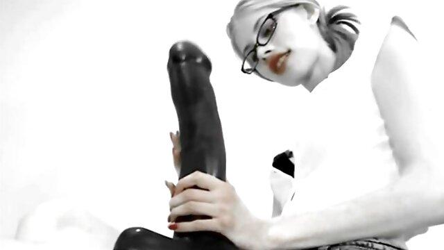 والنتینا ناپی (Valentina Nappi) ستاره پرطرفدار کلیپ سکسی زیبا ناوک پورنو ایتالیایی است