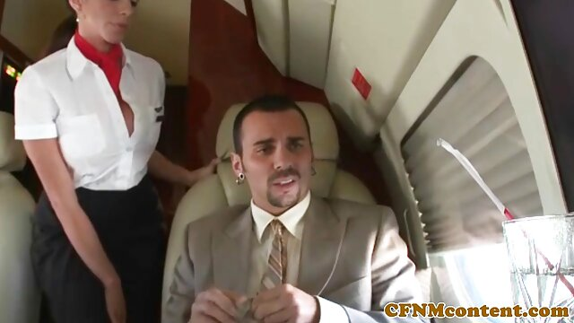 مامور عمومی جوان روسی با خروس بزرگ در زیبا سکس عینک fucks