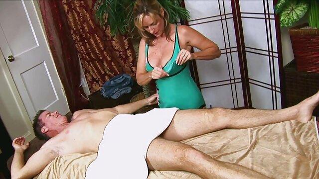 مادر سکس پورن زیبا سکسی درس می دهد