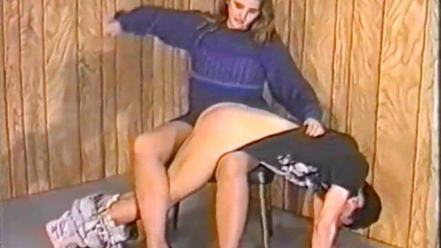 نوجوان موی بلند زیبا سوپرایرانی قشنگ در حال رابطه جنسی با ماساژور